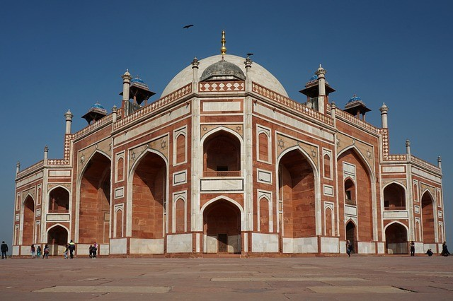 Describe a town or city where you would like to live in the future ielts cue card delhi
