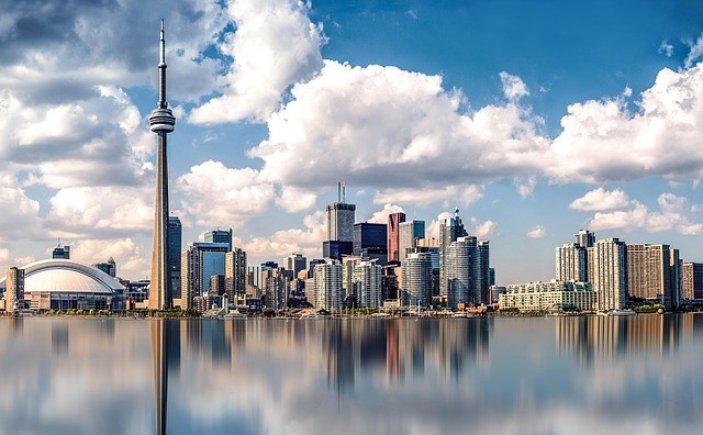 Describe a town or city where you would like to live in the future ielts cue card toronto